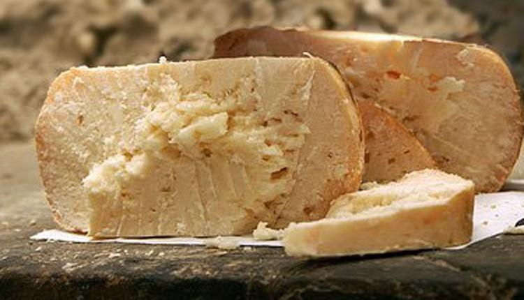Marche-formaggio-fossa